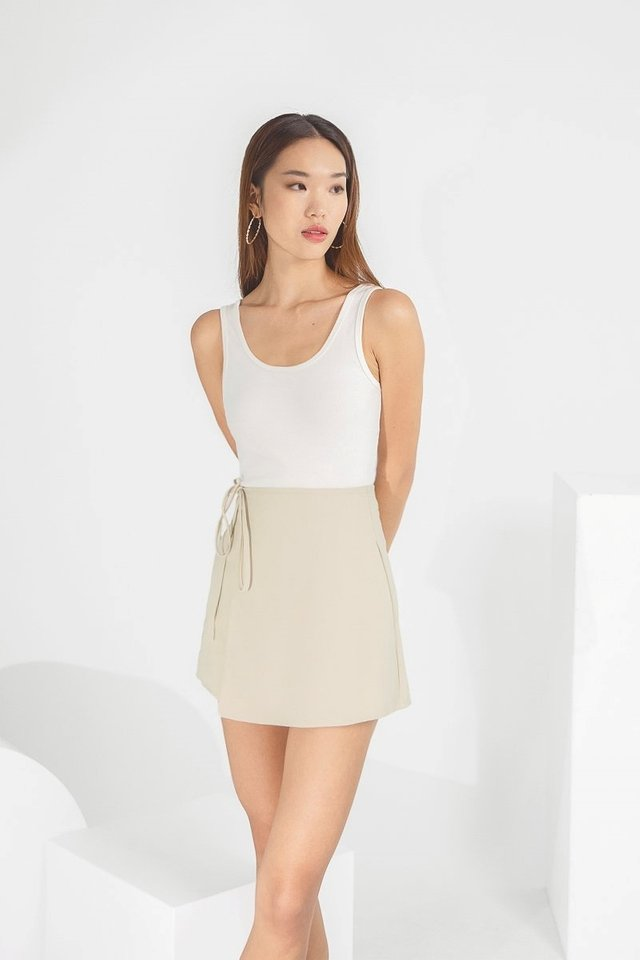 EVIE 2-WAY SCOOP RIBBED TANK TOP #MADEBYLOVET (WHITE)