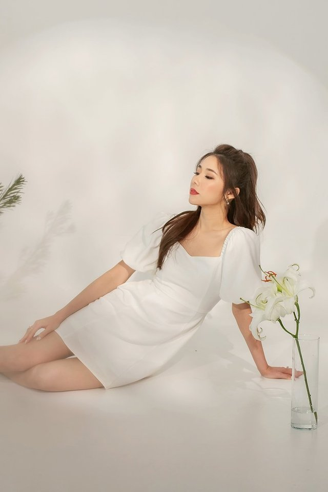 NAOMI BUBBLE SLEEVE DRESS #MONGXLOVET (WHITE)