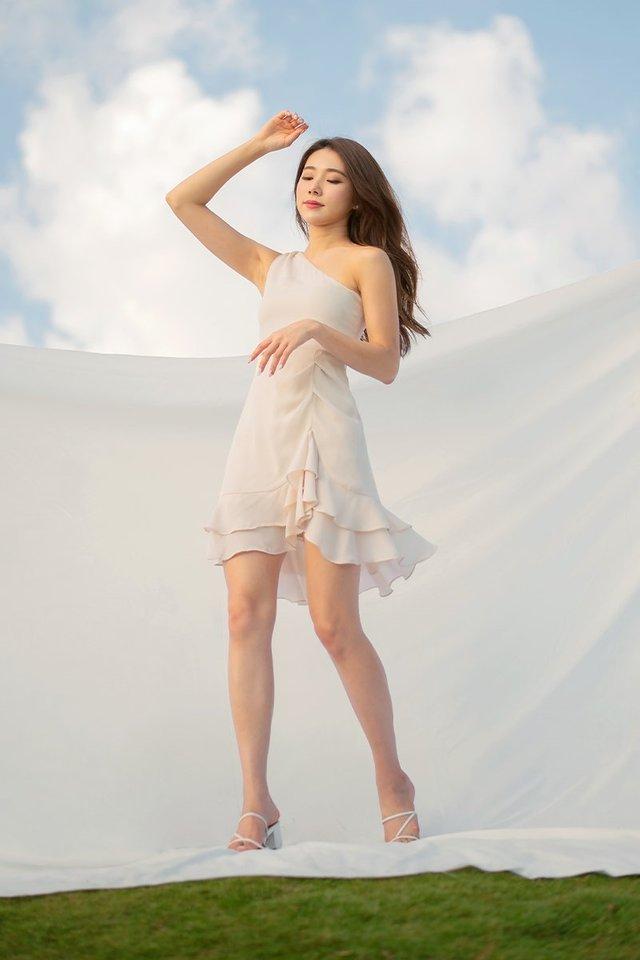 SCARLETT TOGA DRESS #MONGXLOVET (CHAMPAGNE CREAM)